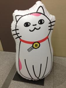 大阪府行政書士会の玄関ロビーに鎮座するユキマサくん